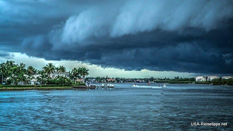 Hurrikan's treffen nicht immer auf das Festland. Aber auch ihre Ausläufer können verherrend sein.