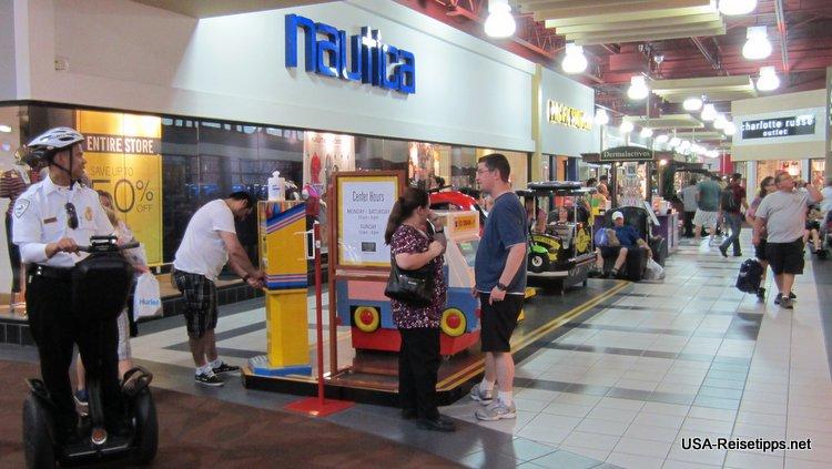 Die Outlet Shopping Malls haben meist ab 10:00 bis 20:00 oder 21:00 Uhr geöffnet. Sonntags jedoch schließen Sie da meist schon gegen 18:00 Uhr.